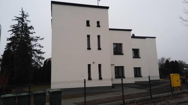 Zdjęcie przedstawia budynek przy ul. Norwida 44 po wykonaniu kompleksowej termomodernizacji